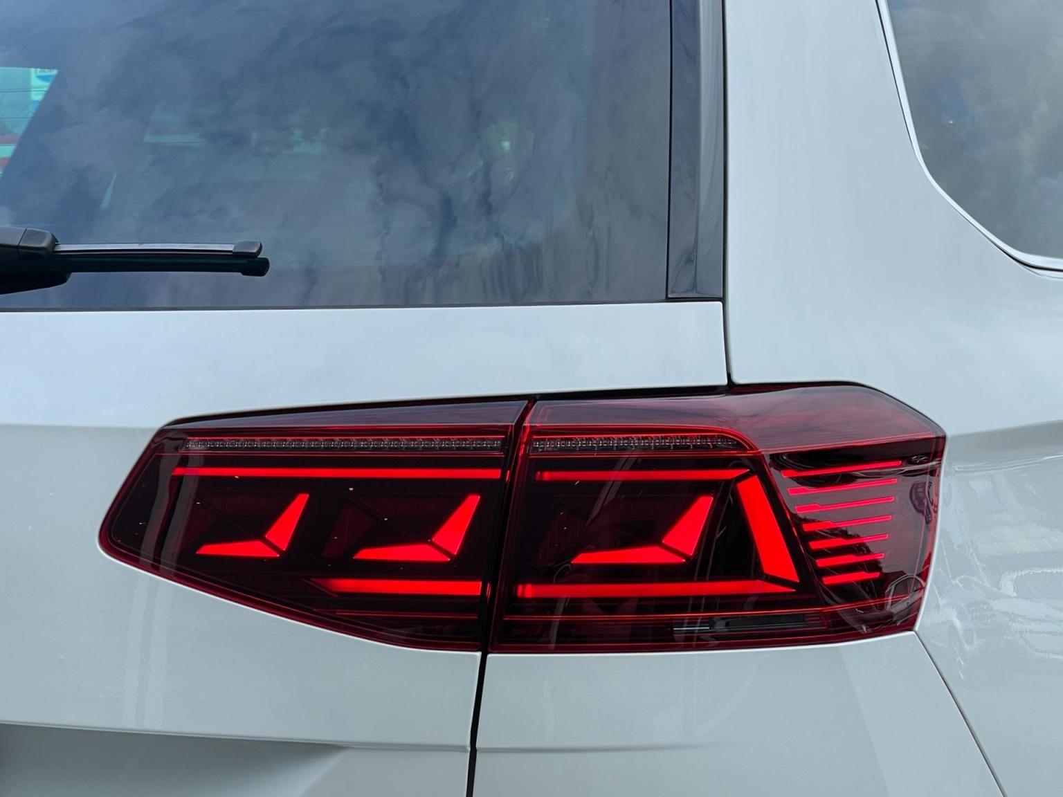 Volkswagen-Passat-83